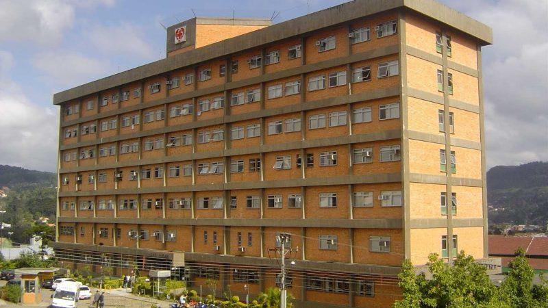 Aumenta número de pacientes jovens internados com coronavírus na UTI do Hospital Regional