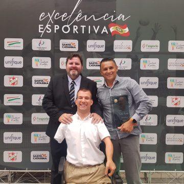Bruno Becker recebe Comenda do Mérito Desportivo e o Troféu Guga Kuerten de Excelência no Esporte