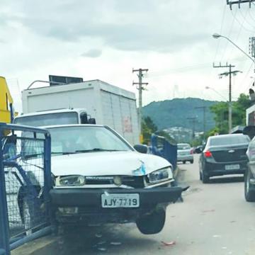 Colisão envolve quatro veículos, em Rio do Sul.
