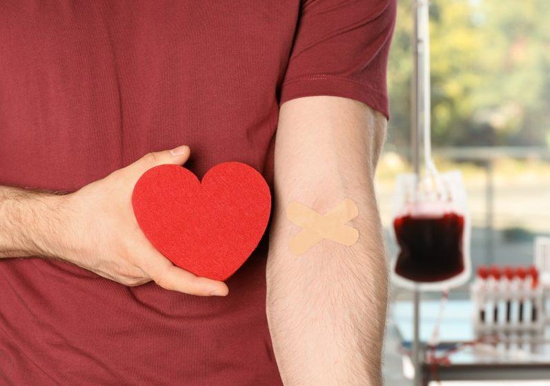 Empresa catarinense incentiva a doação de sangue através de descontos nas compras de roupas.