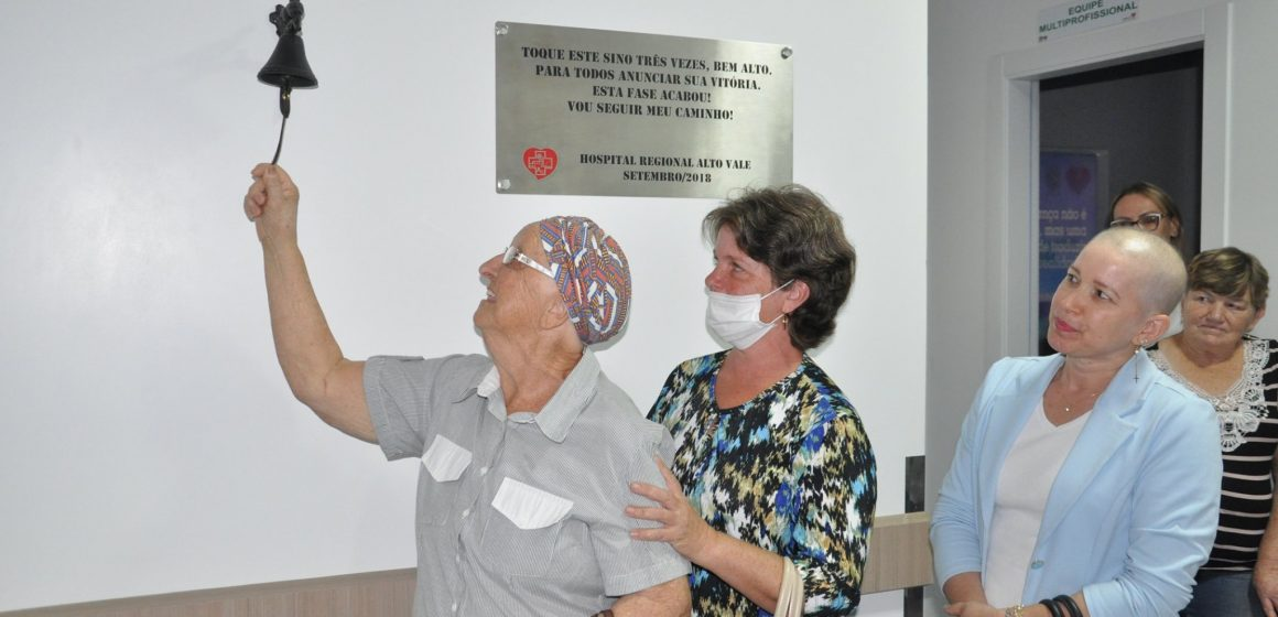 Pacientes comemoram conclusão de mais uma etapa na batalha contra o câncer
