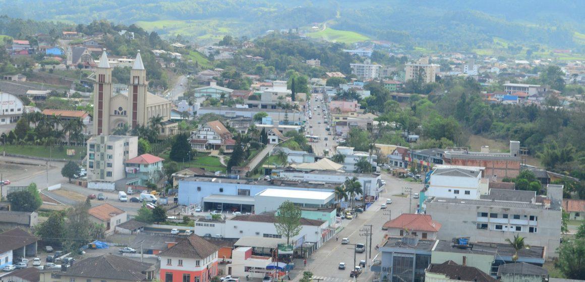 Com prejuízo de R$ 1 milhão, Estado rompe contrato com empresa que fazia reforma de escola em Taió.