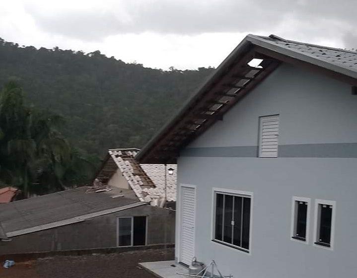 Após temporal, quase 12.500 unidades consumidoras ficam sem energia elétrica no Alto Vale