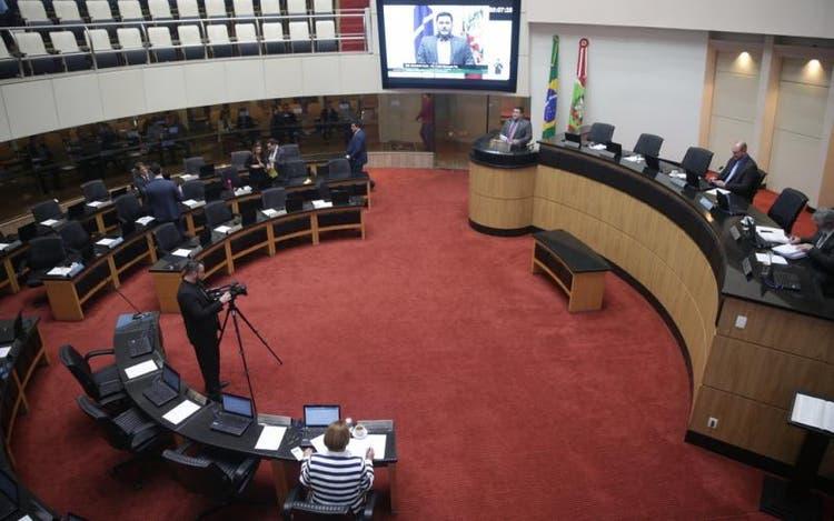 Ex-defensor Público entra com pedido de impeachment contra o governador de SC