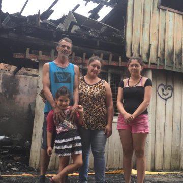 Incêndio destrói casa no bairro Barra do Trombudo, em Rio do Sul