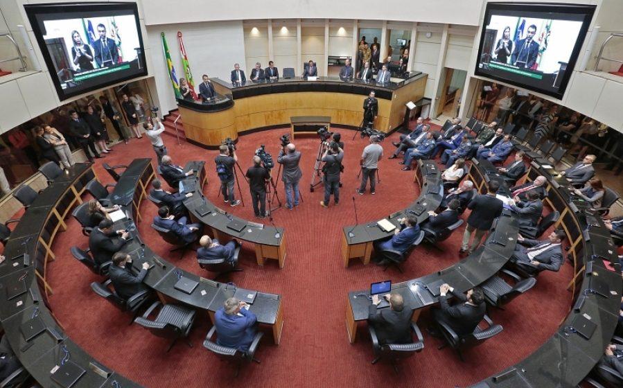 ALESC inicia atividades com reforma da previdência e pedido impeachment em análise