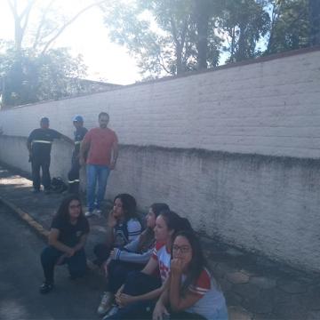 Início de obras de estação elevatória, dentro do Colégio Henrique Fontes, incomoda alunos e professores