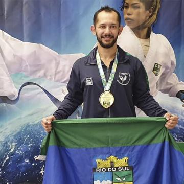 Rio-sulense vence etapa classificatória do Campeonato Brasileiro de Karatê