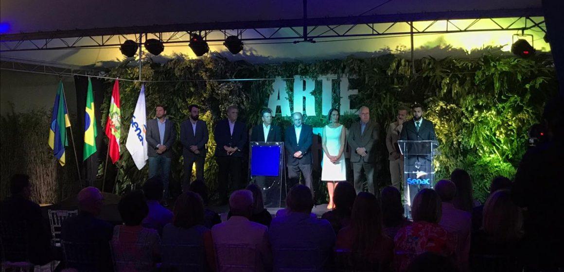 Foi inaugurada, em Rio do Sul, a primeira escola de arte floral do Brasil