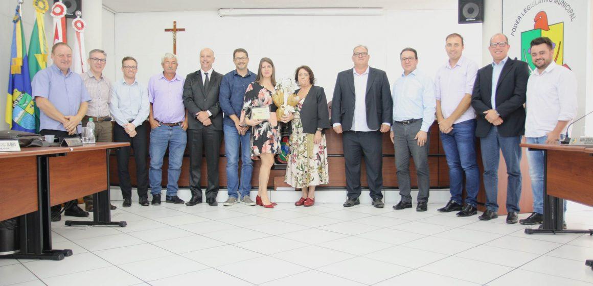 Rosangela Schiudini recebe a Comenda Mulher Empreendedora do Ano
