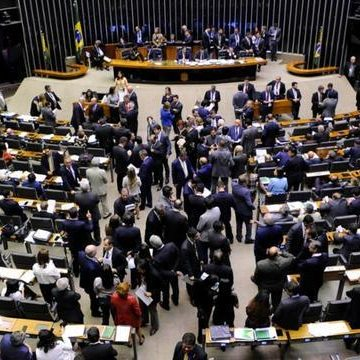 Câmara dos Deputados analisa projeto de lei que estabelece regras na divulgação de informações dos valores arrecadados com infrações de trânsito