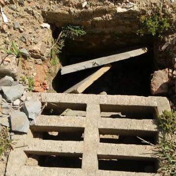 Bocas de lobo entupidas causam transtornos para moradores do bairro Taboão
