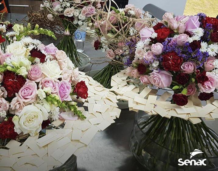 Escola de Arte Floral oferece workshops gratuitos em Rio do Sul