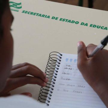 Secretaria da educação de SC encerra levantamento de alunos sem acesso à internet que precisarão de recursos impressos