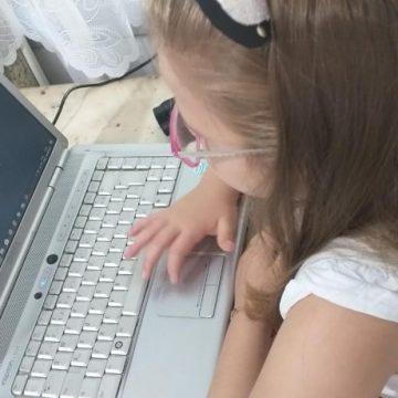 Alunos da rede pública estadual da região, sem acesso a internet, recebem materiais para estudos em casa