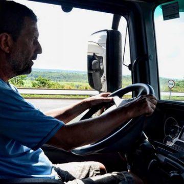 Postos da polícia militar rodoviária oferecem pernoite e local para higiene para motoristas