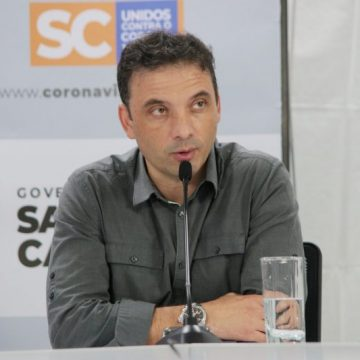 Secretário de Saúde de SC garante que demissão de Mandetta não afeta o combate à covid-19 em solo catarinense