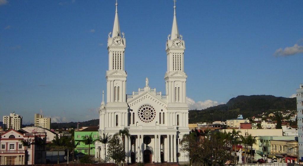 Missas e cultos da igreja católica continuam suspensos