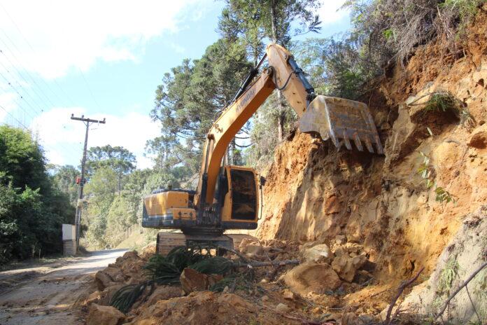 Segundo trecho de asfaltamento da Estrada Geral Albertina, em Rio do Sul, é iniciado