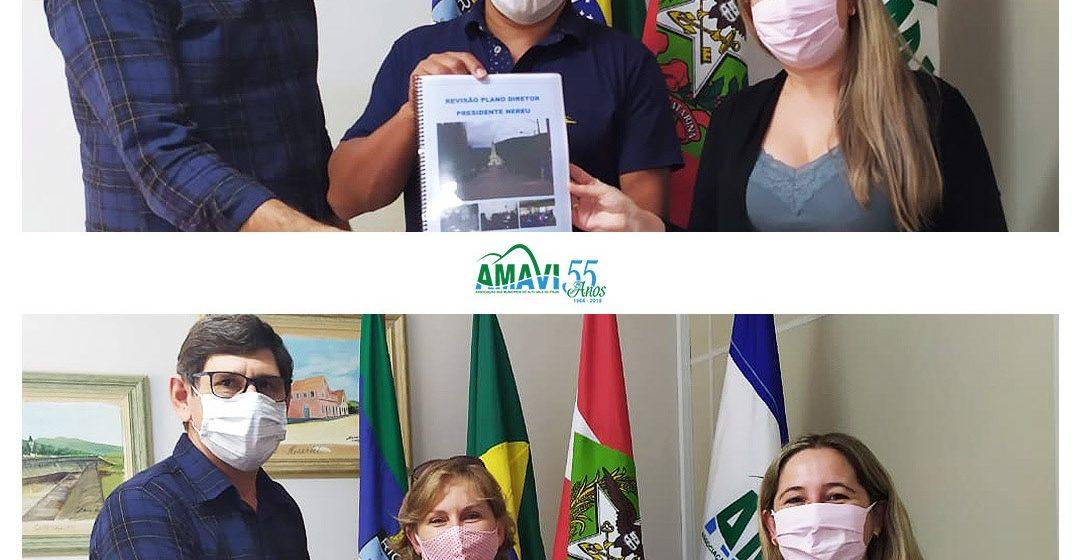 Amavi entrega lei de revisão dos planos diretores de Chapadão do Lageado e Presidente Nereu