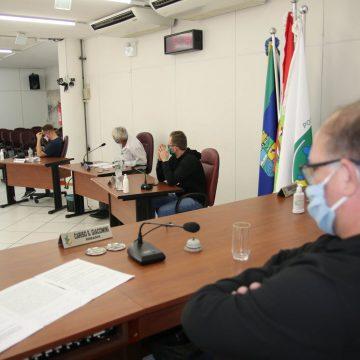 Com três propostas diferentes, vereadores de Rio do Sul reduzem os salários em 10%. Redução do salário do prefeito foi rejeitada.
