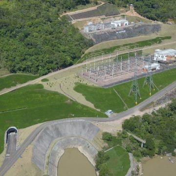 Falta de chuvas prejudica geração de energia na Usina Hidrelétrica Salto Pilão junto ao rio Itajaí-Açu