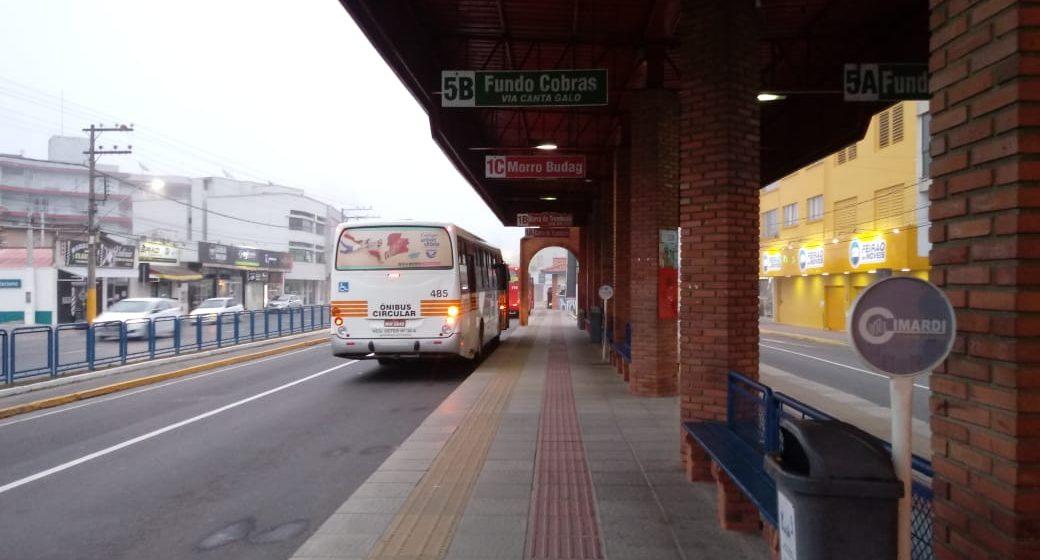 O serviço de transporte público coletivo municipal e intermunicipal teve retorno nesta segunda-feira