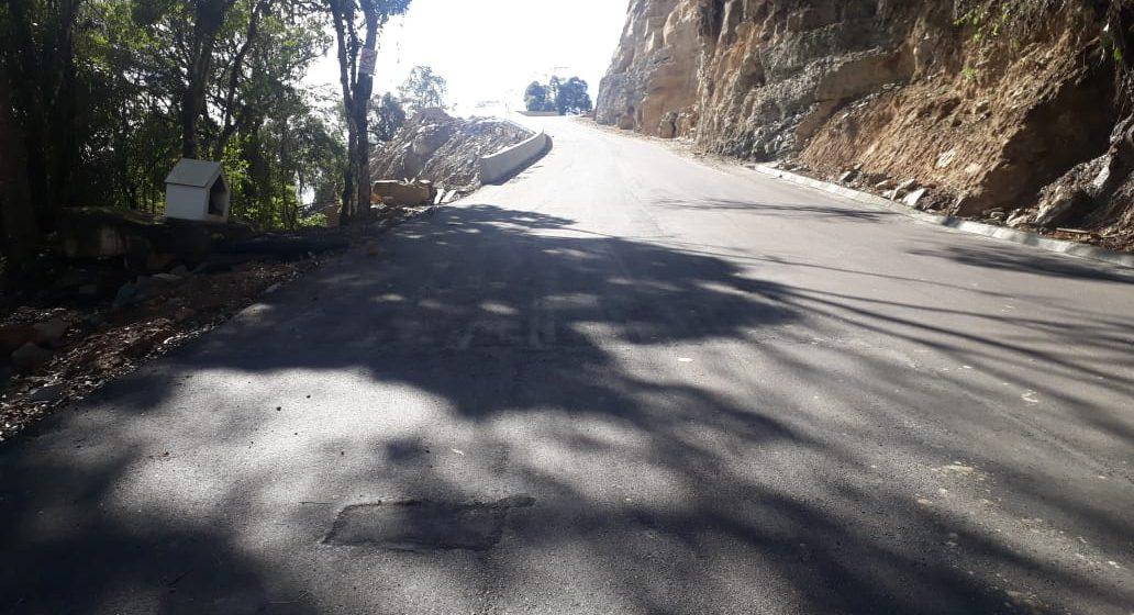 Empresa efetua reparo em pontos que asfalto desprendeu na Serra do Tucano, em Presidente Getúlio