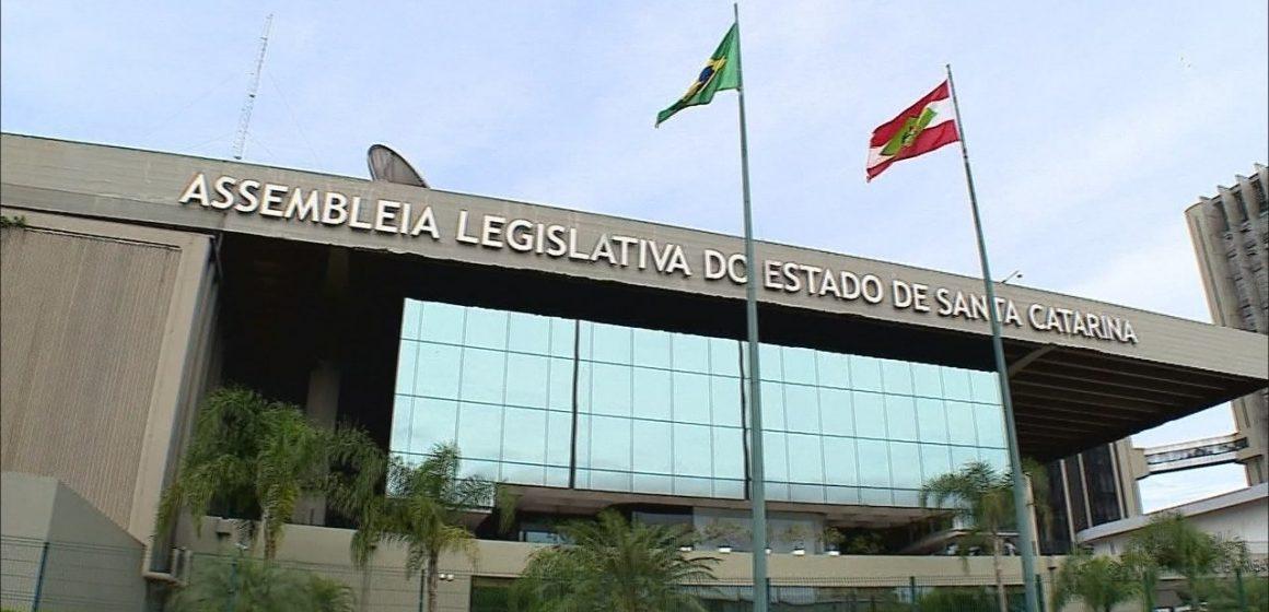 CPI dos Respiradores terá depoimento de Amandio Junior, exonerado da Casa Civil depois de sete semanas no cargo