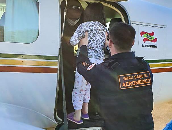 Batalhão de Operações Aéreas de SC atende criança de Lontras