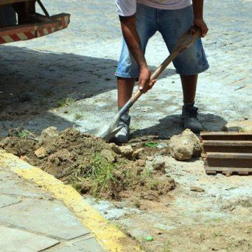Com efetivo reduzido em função da pandemia, o setor de obras da prefeitura de RSL mantém os cuidados com os espaços públicos