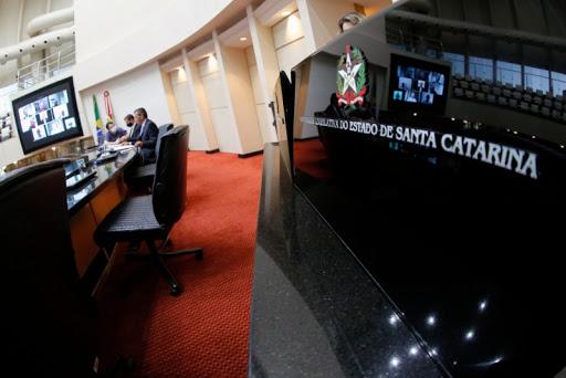 Primeira acareação da história da Alesc foi protagonizada ontem  por três testemunhas da CPI que investiga a compra de 200 respiradores
