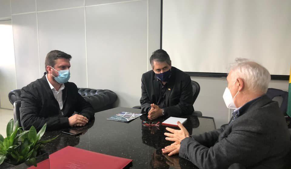 Prefeito de RSL participa de reunião para discutir sobre credenciamento e habilitação dos leitos de UTI no HRAV