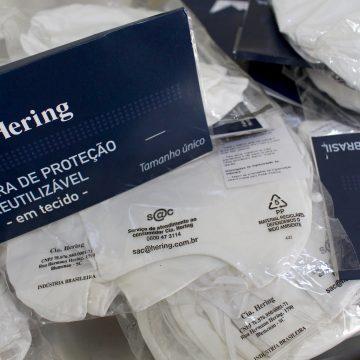 Hospitais da região recebem 10 mil máscaras de uma parceria entre Fiesc e Cia. Hering