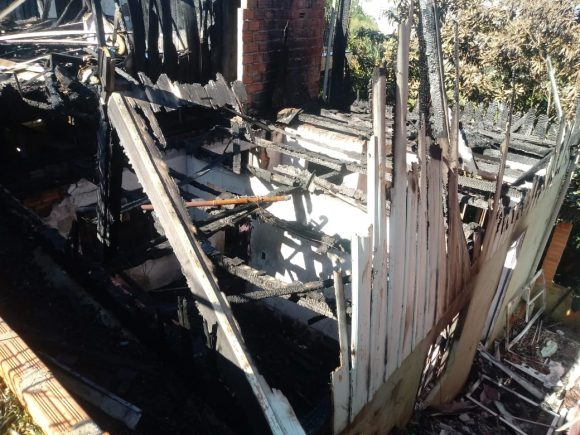 Famílias afetadas por incêndio, em Rio do Sul, precisam de doações
