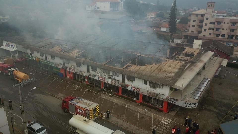 Incêndio destrói prédio de dois mil metros em Presidente Getúlio