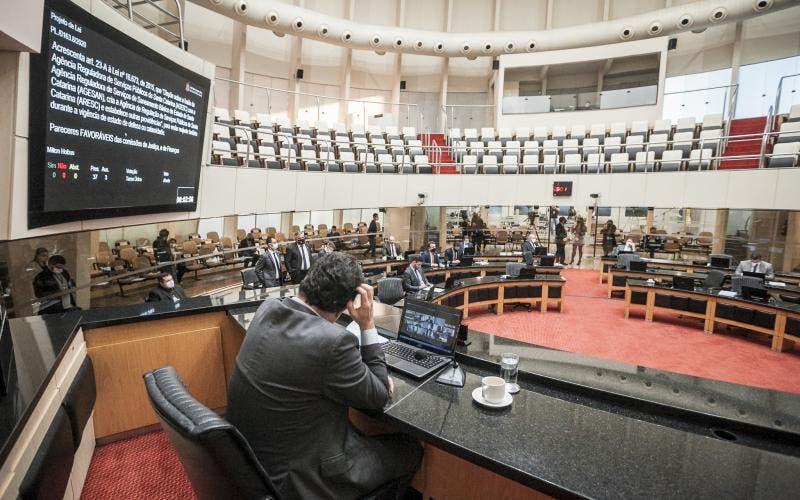 Alesc aprova proibição de reajuste de contas de água, luz e gás durante pandemia em SC