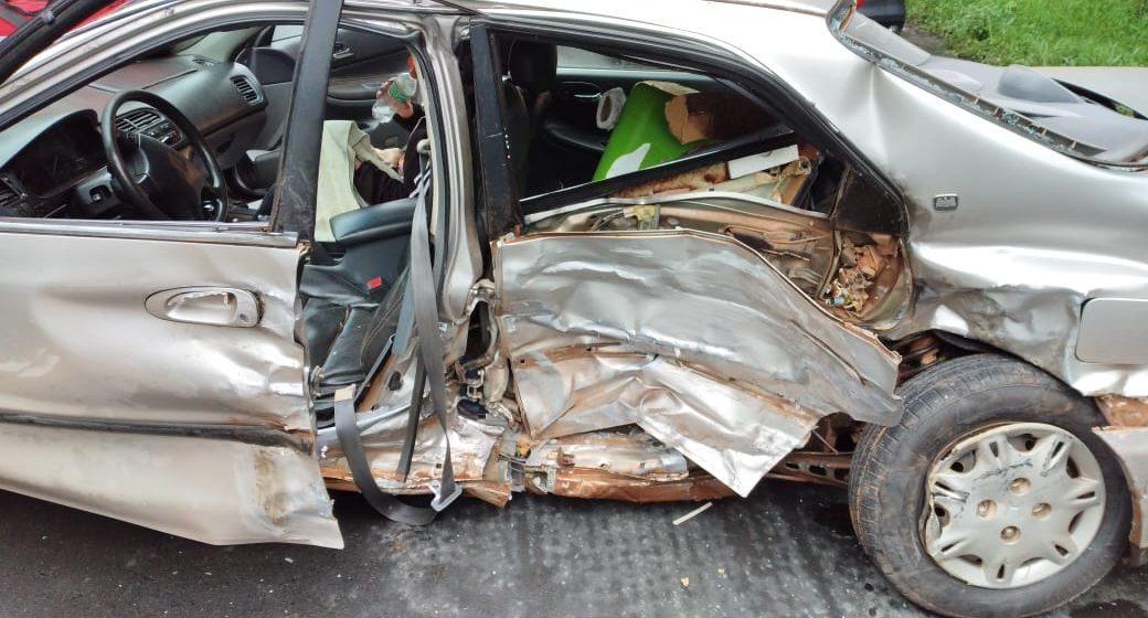 Duas pessoas são encaminhadas ao Hospital após colisão na BR-470