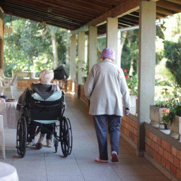 Após surto de Covid-19, asilo de Rio do Sul volta a agendar visitas de familiares