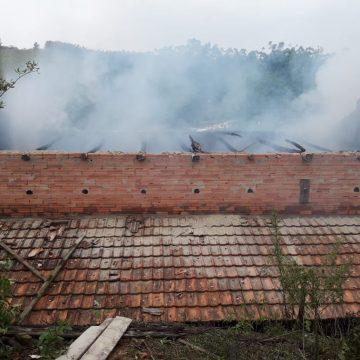 Incêndio destrói parte de estufa em Taió