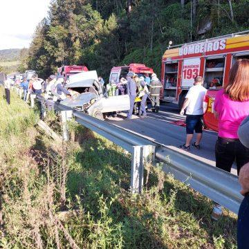 Mulher morre com filha e dois bebês ficam feridos em acidente no centro de Aurora