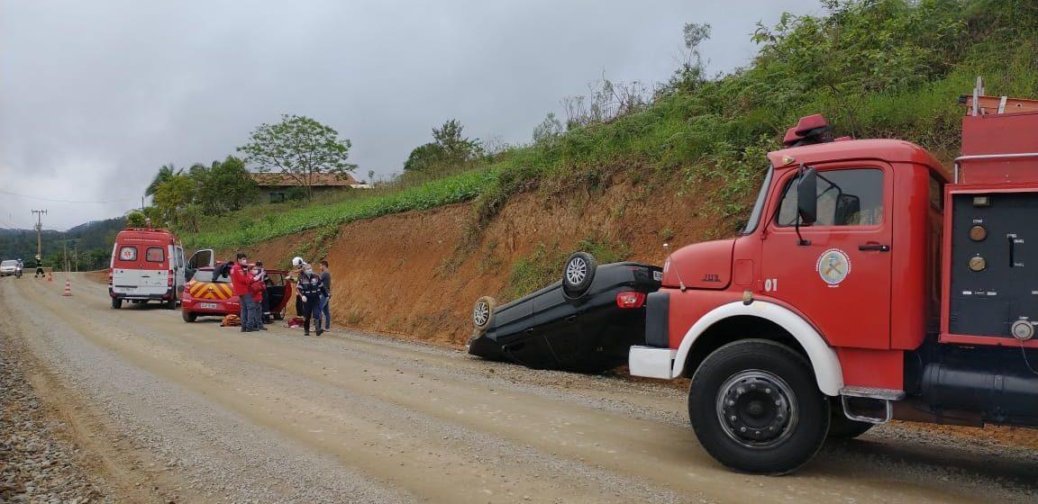 Motorista perde controle da direção e capota carro em Presidente Getúlio