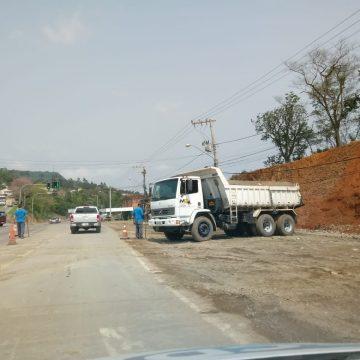 Guarda Municipal de RSL alerta para tráfegos irregulares na Estrada Blumenau, durante obras