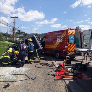 Capotamento deixa uma pessoa ferida no bairro Albertina