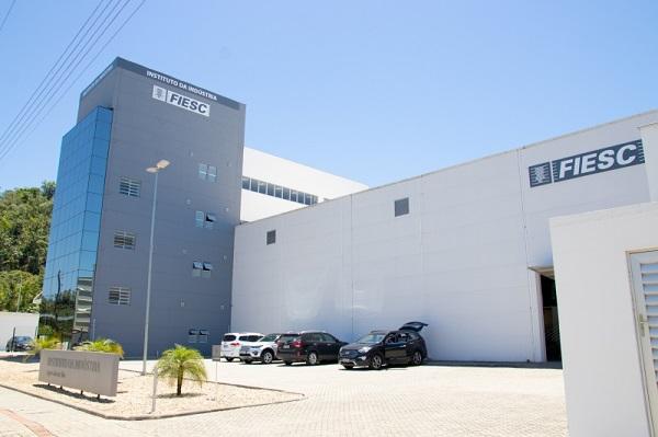 FIESC entrega instituto focado em mobilidade elétrica e energias renováveis