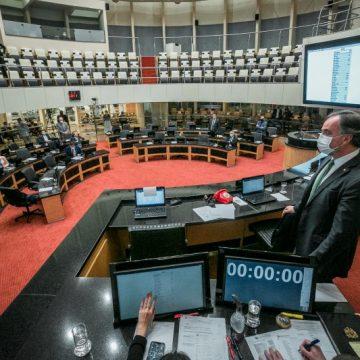 Comentaristas políticos das TVs associadas à Acaert fazem análise da sessão do impeachment