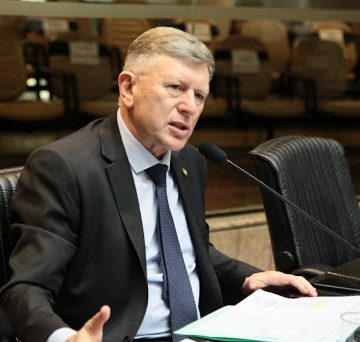 Deputado rio-sulense denuncia pagamento de bonificação à servidores do gabinete da Secretaria de Estado da Saúde