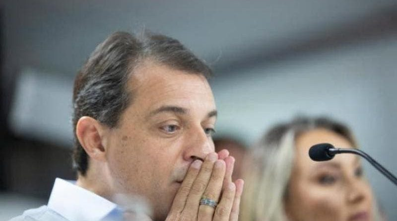 Comissão da Alesc aprova segundo pedido de impeachment do governador Carlos Moisés e arquiva denúncia contra vice