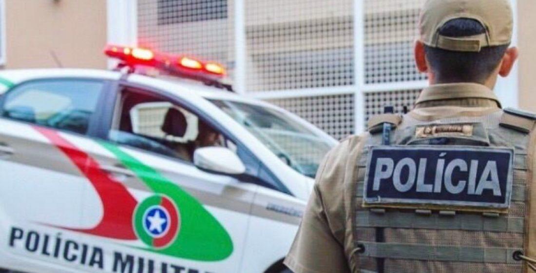 PM prende homem por porte de drogas, no centro de Rio do Sul