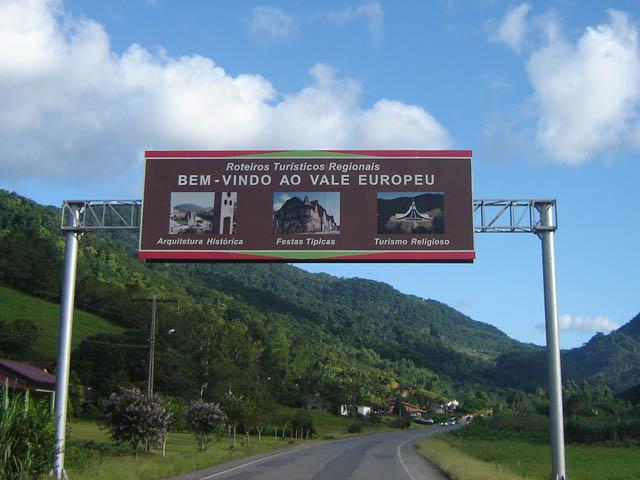 Cinco anos após criação da região turística Caminhos do Alto Vale, troca de sinalização turística deve ser feita